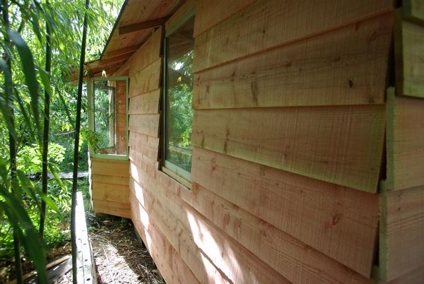 Construire une cabane for Fenetre pour cabanon